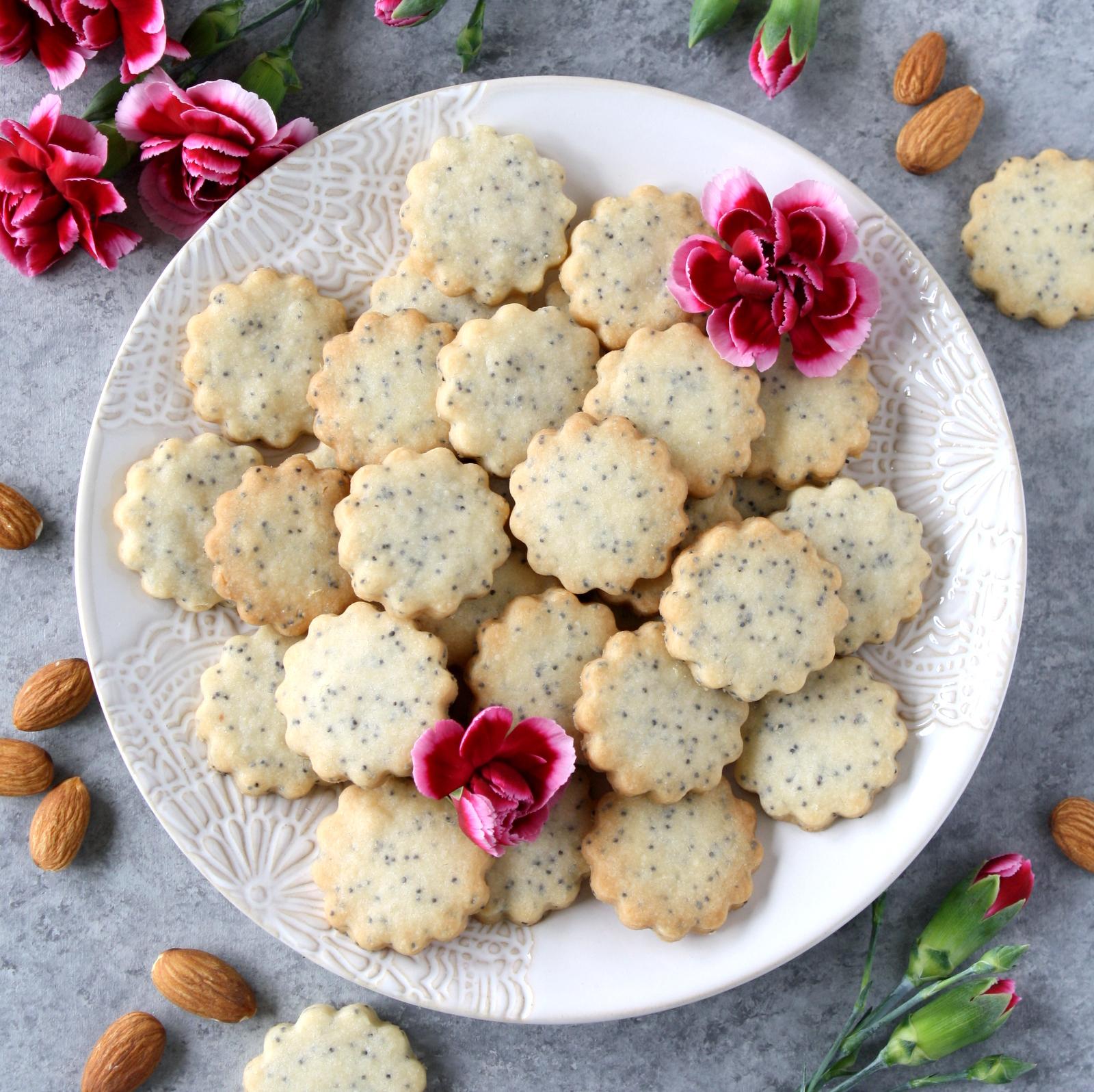 almond poppy seed shortbread cookies